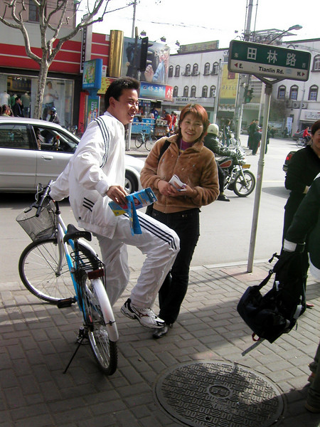 a couple, Guangyuan Rd Xuhui District, Shanghai 2004 Shanghai Atmosphere