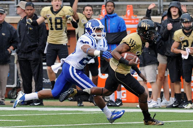 Terence Davis catch and run 02.jpg
