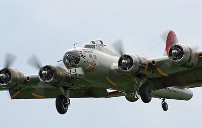 "EAA B-17 ""Aluminum Overcast"" at Hillsboro (May 2006)"