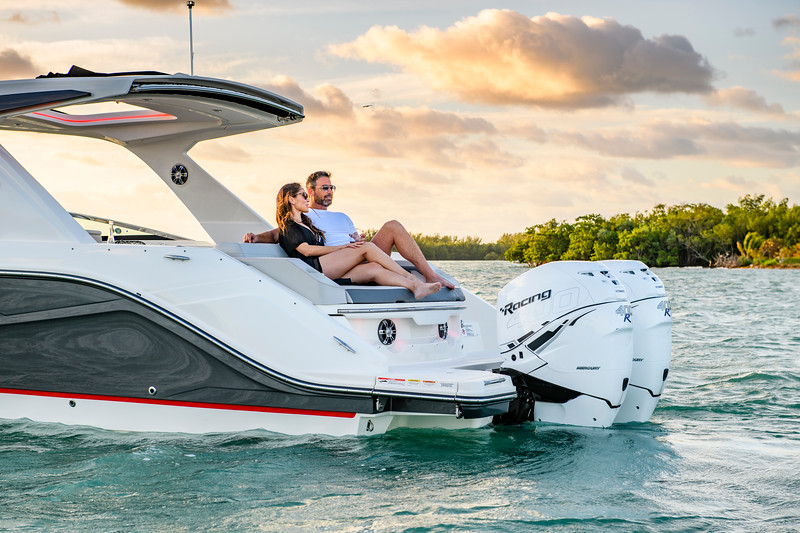 2020-SLX-R-310-outboard-lifestyle-41.jpg