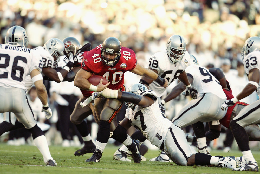 Description of . Fullback Mike Alstott #40 of the Tampa Bay Buccaneers rushes upfield against the Oakland Raiders during Super Bowl XXXVII at Qualcomm Stadium on January 26, 2003 in San Diego, California.  The Buccaneers defeated the Raiders 48-21.  (Photo by Al Bello/Getty Images)