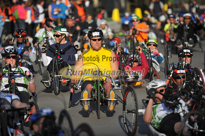 Handcycle and Wheelchair Start - 2014 Fifth Third River Bank Run