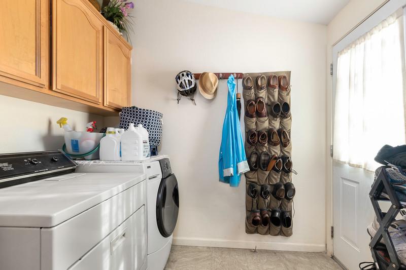 9184 Birch 20 Laundry.jpg