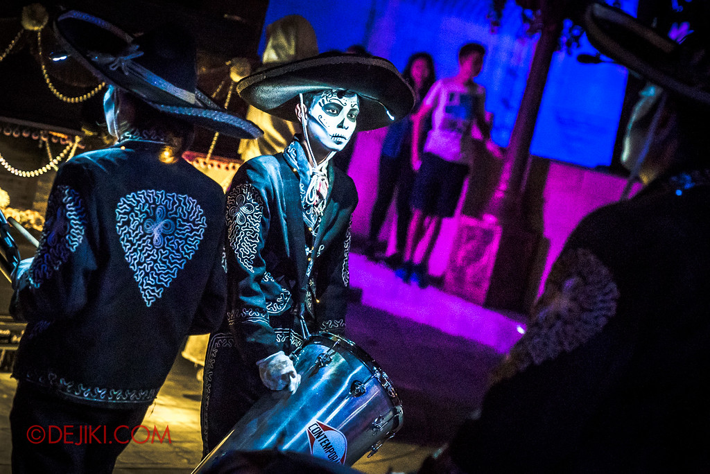 Halloween Horror Nights 6 - March of the Dead / Death March - Band Lead before Far Far Away