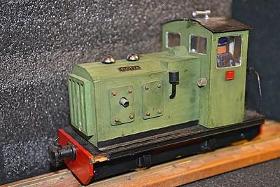 Battery locos 32mm