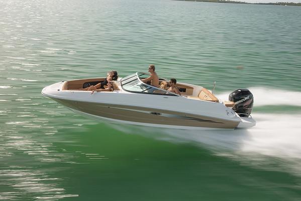240 Sundeck Outboard