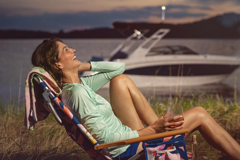 2021-SDX-270-Outboard-SDO270-lifestyle-woman-04536-select.jpg