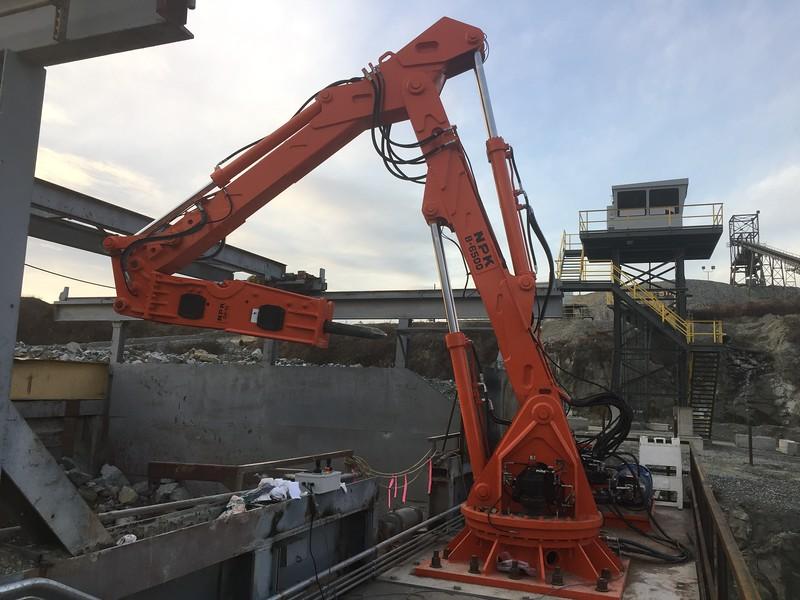 NPK B6500 pedestal boom system with GH10 hammer - Gyratory plant Martin Maretta, Pomona (2N1259)  2017 (7).JPG