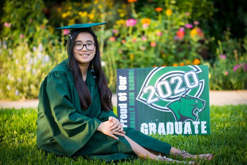 20200521_sarah-friends-connally-graduation_036.jpg