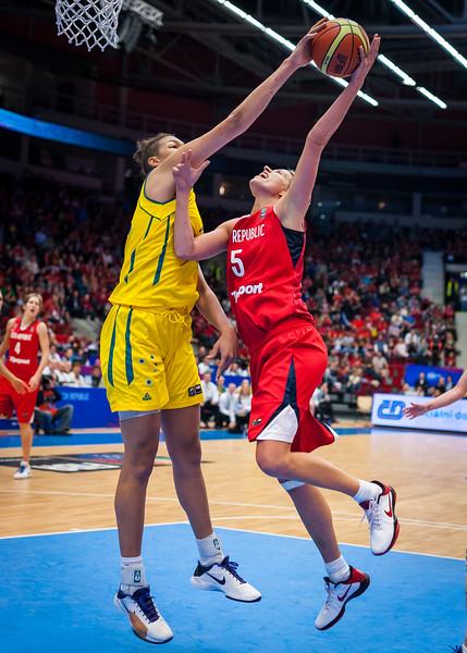 Ivana Vecerova, Liz Cambage