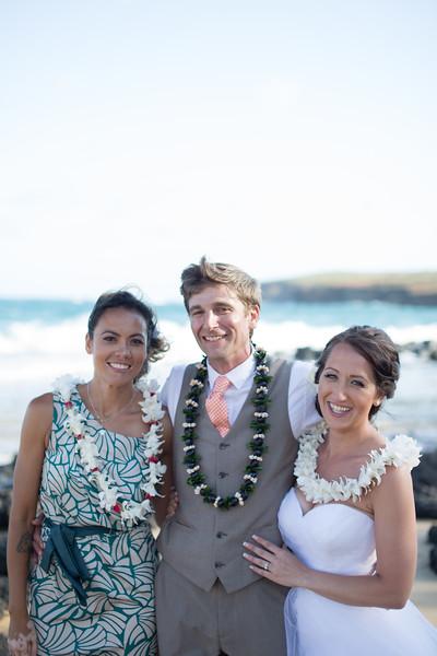 gillin beach kauai wedding-165.jpg