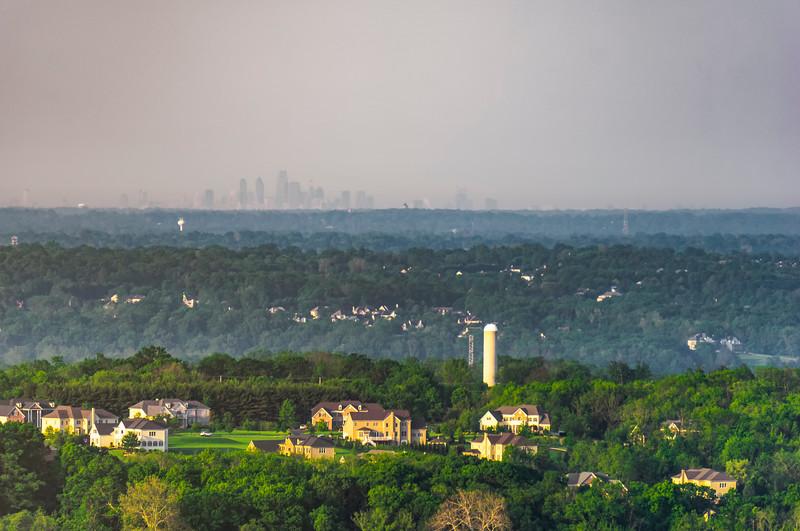 bucks balloon - philly skyline(p).jpg