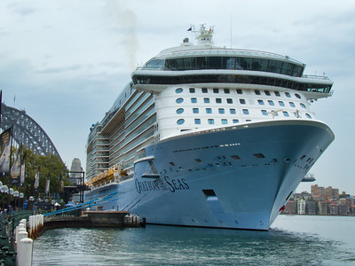 20181114 Ovation of the Seas docks in Sydney