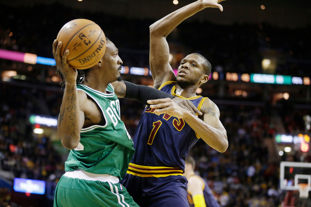 . Boston Celtics\' Gerald Wallace, left, battles Cleveland Cavaliers\' James Jones in an NBA basketball game Tuesday, March 3, 2015, in Cleveland. (AP Photo/Mark Duncan)