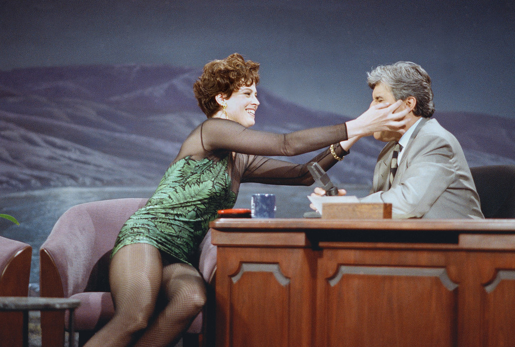 """. Actress Sigourney Weaver grabs Jay Leno\'s face as she describes her new movie, \""""Alien 3\"""" on the \""""Tonight Show,\"""" May 26, 1992 in Burbank, Calif. (AP Photo/Sam Jones)"""