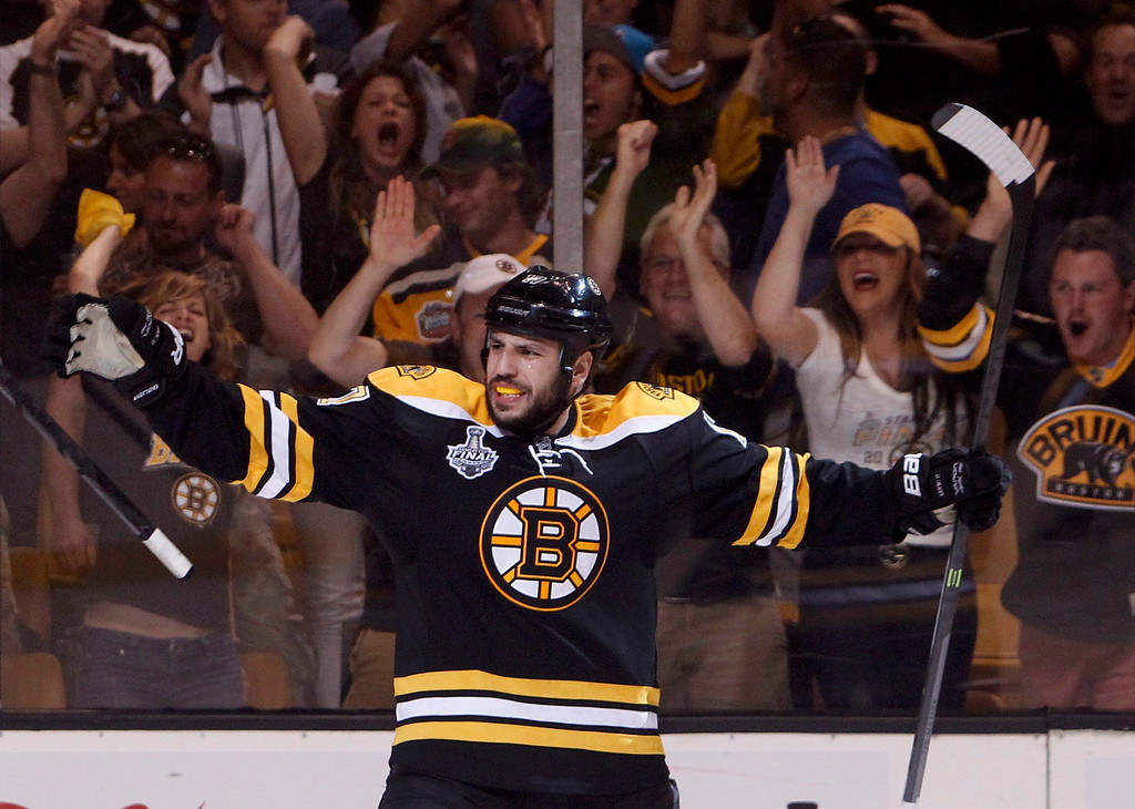 . Boston Bruins\' Milan Lucic (R) celebrates after scoring a goal against the Chicago Blackhawks during the third period in Game 6 of their NHL Stanley Cup Finals hockey series in Boston, Massachusetts, June 24, 2013. REUTERS/Dominick Reuter