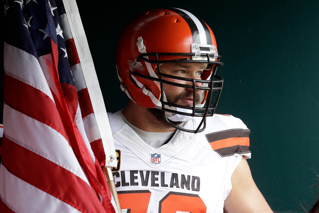 . Cleveland Browns\' Joe Thomas waist run onto the field before an NFL football game against the Philadelphia Eagles, Sunday, Sept. 11, 2016, in Philadelphia. (AP Photo/Matt Rourke)