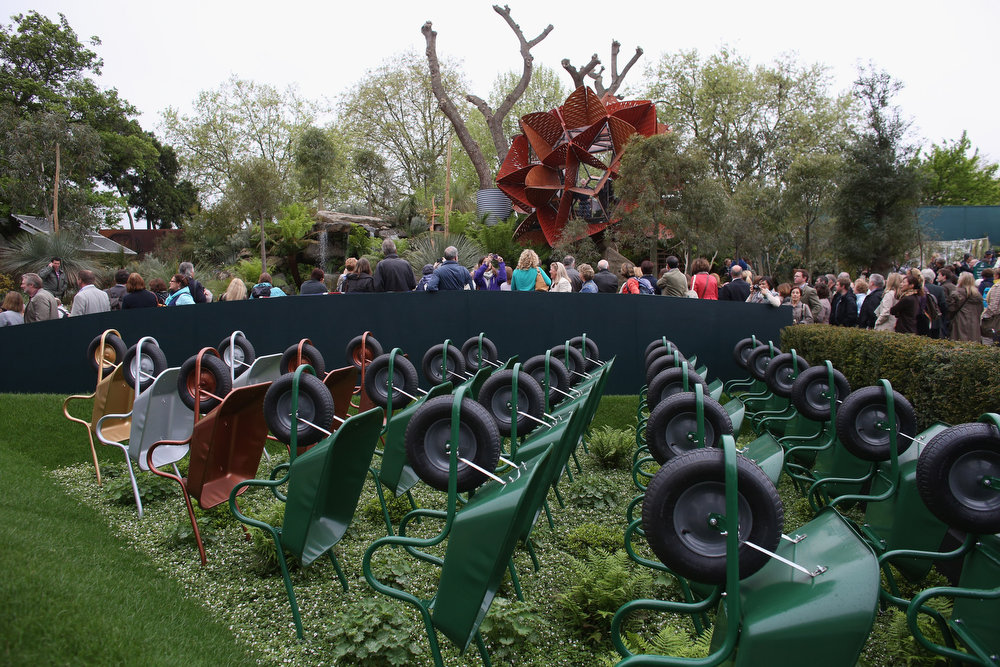 . Visitors admire the show gardens at the RHS Chelsea Flower Show on May 21, 2013 in London, England. The Chelsea Flower Show run by the RHS celebrates its 100th birthday this year.  (Photo by Oli Scarff/Getty Images)