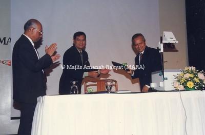 1997 -JAMUAN MAKAN MALAM JUBLI PERAK MRSM