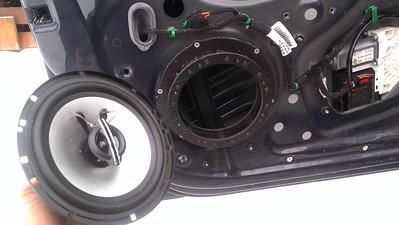 2005.5 Volkswagen Jetta 2.5 MK5 Front Door Speaker Installation - USA