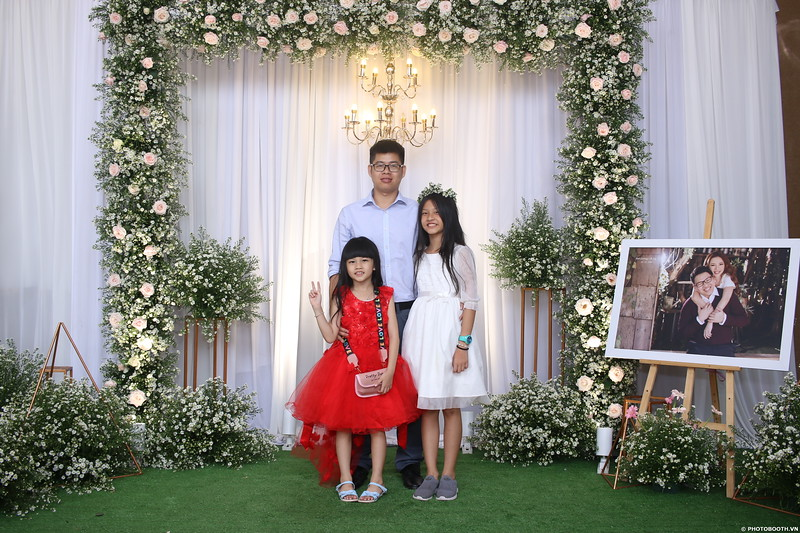 Vy-Cuong-wedding-instant-print-photo-booth-in-Bien-Hoa-Chup-hinh-lay-lien-Tiec-cuoi-tai-Bien-Hoa-WefieBox-Photobooth-Vietnam-064.jpg