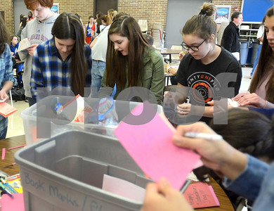 Glenbard South High School students create Valentines for Vets
