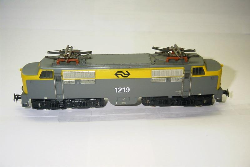3055.6x NS 1219 zij.JPG