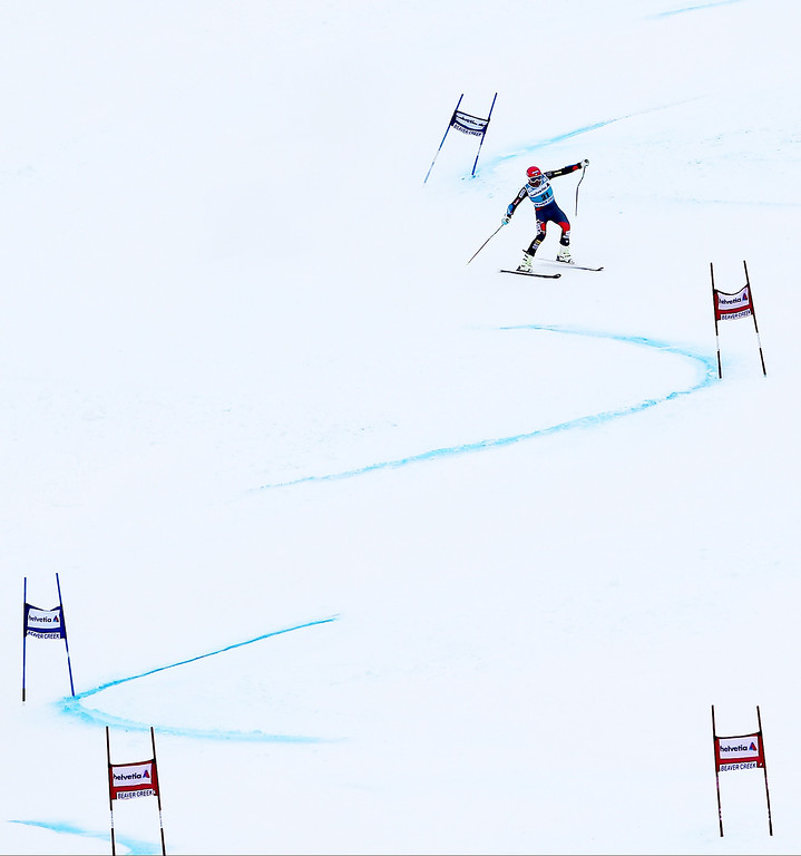 . Bode Miller makes his way down the course during his second run of the men\'s World Cup giant slalom skiing event, Sunday, Dec. 8, 2013, in Beaver Creek, Colo. Miller took second place behind teammate Ted Ligety. (AP Photo/Alessandro Trovati)