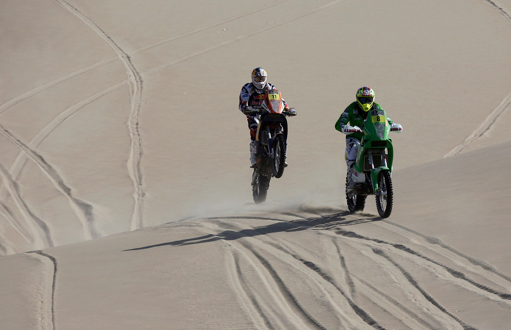 . KTM pilots Norway\'s Pal Ullevalseter (R) and Portugal\'s Ruben Faria compete during the 3rd stage of the Dakar Rally 2013 from Pisco to Nazca January 7, 2013.  REUTERS/Jacky Naegelen