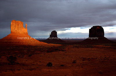 019-mitten_sunset-monument_valley_az-03dec05-0104