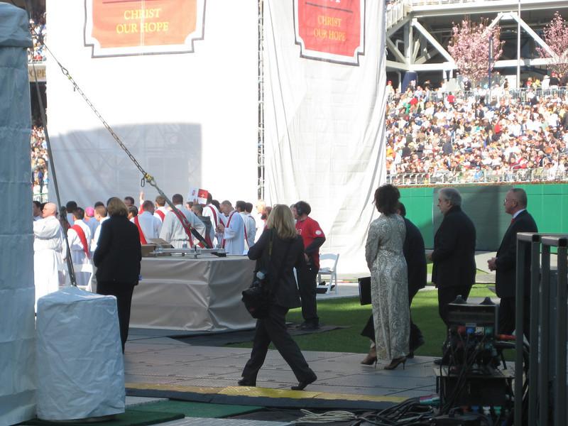 Pope Mass Nats Stadium 4-17-08 028.jpg