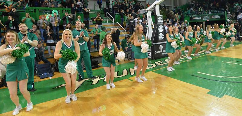 cheerleaders3602.jpg