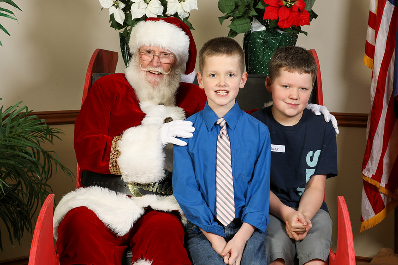 TBTP 2019 Photos with Santa-17.JPG