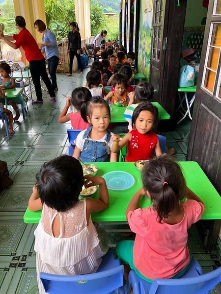 children snacking.jpg