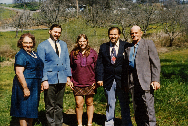 Familty of Donald Ruddell 1973.JPG