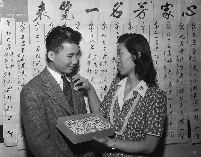 1941-LapelButtonsForChinese.jpg