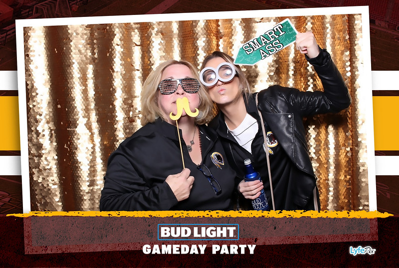 washington-redskins-philadelphia-eagles-football-bud-light-photobooth-20181203-220420.jpg