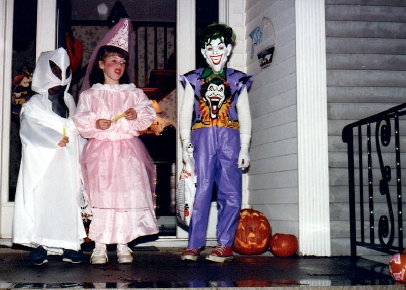 1989_Fall_Halloween Maren Bday Kids antics_0072_a.jpg