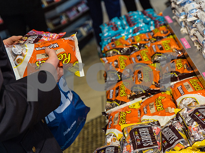 halloween-candy-sales-are-sending-good-economic-signals
