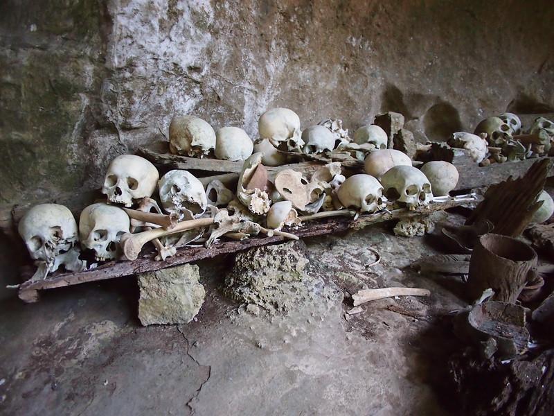 P9048831-skulls-and-bones.JPG