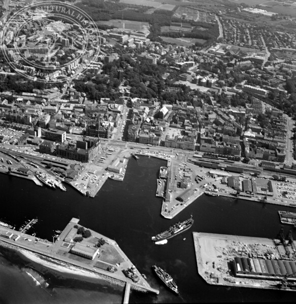Helsingborg City with Harbor and Kärnan | EE.1211