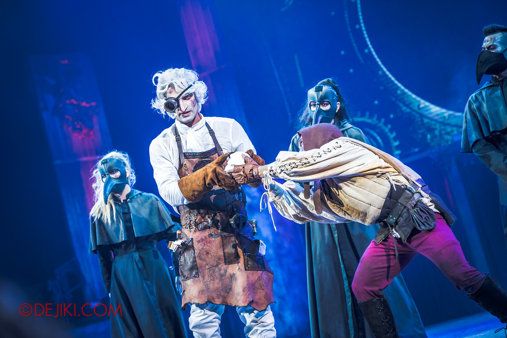 Halloween Horror Nights 7 Sneak Preview - Laboratorium show