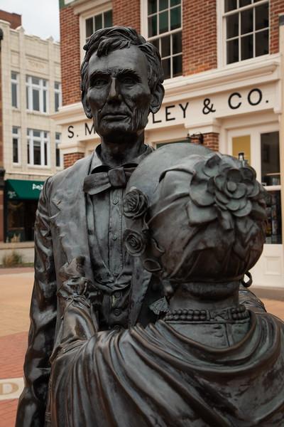 LincolnMarySculpture1.jpg