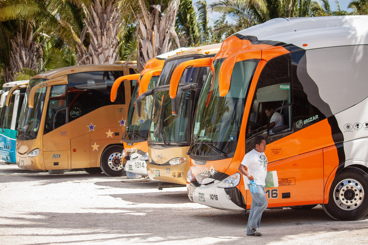Tour Buses from Cruise Ship at Chaccoben