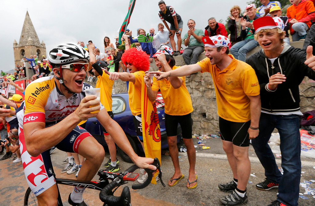 . Lotto-Belisol team rider Adam Hansen of Australia drinks a glass of beer as he climbs the Alpe d\'Huez mountain during the 172.5km eighteenth stage of the centenary Tour de France cycling race from Gap to l\'Alpe d\'Huez, in the French Alps, July 18, 2013.           REUTERS/Jean-Paul Pelissier