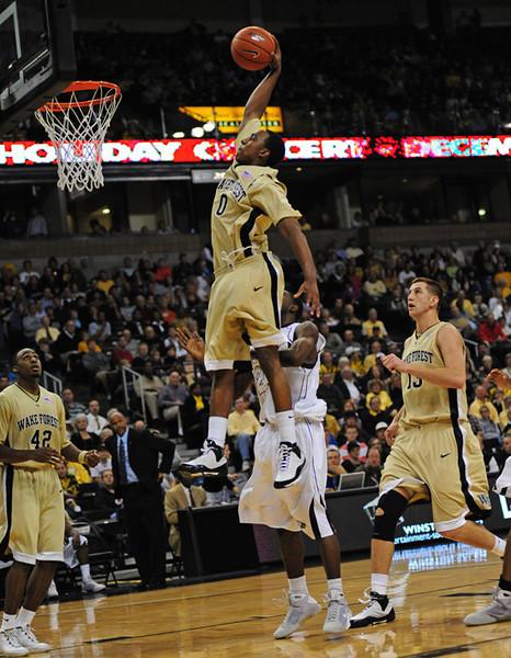 Teague dunk 05.jpg