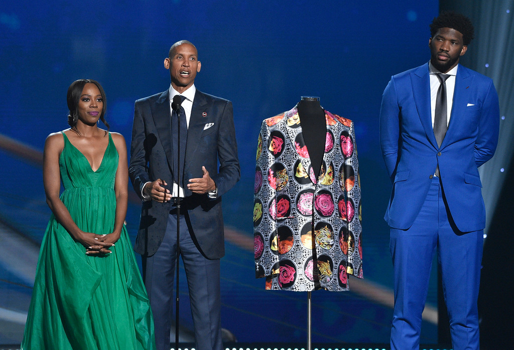 . Yvonne Orji, from left, Reggie Miller and NBA player Joel Embiid, of the Philadelphia 76ers, present the Sager Strong award at the NBA Awards on Monday, June 25, 2018, at the Barker Hangar in Santa Monica, Calif. (Photo by Chris Pizzello/Invision/AP)