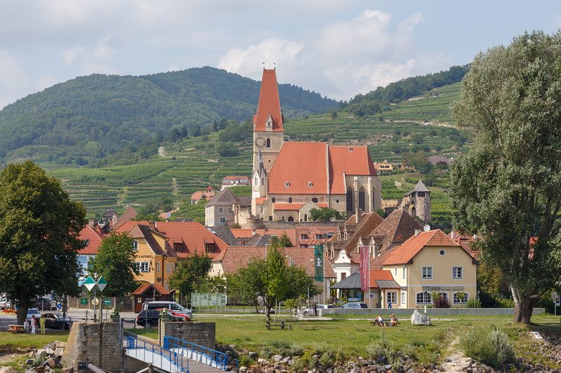 The gothic parish church rises above the center of WeiBenkirchen in the Wachau Valley