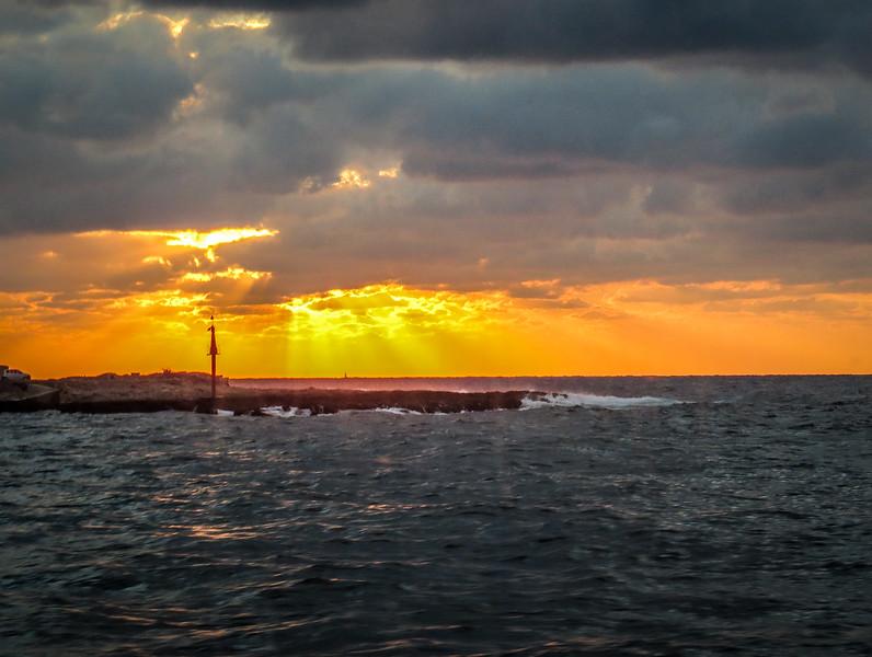 A final good-bye to La Havana -- sunset across the waters.