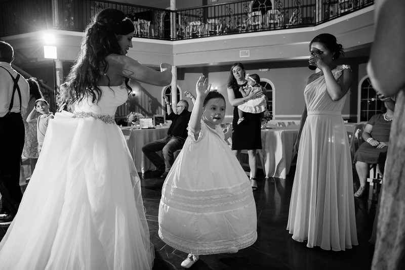 1158_Josh+Lindsey_WeddingBW.jpg